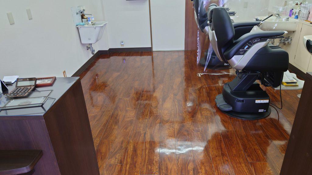 綾瀬駅近くで1番床の綺麗な理容室です